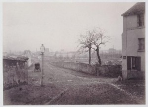 Rue d'Hautpoul et entrée des carrières de la rue Compans