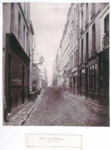 Rue des Fontaines de la rue Volta en direction du marché du Temple
