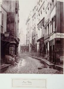 Rue Volta de la rue au Maire