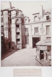 Cour de l'hôtel Hugues Aubriot - rue du Prévôt