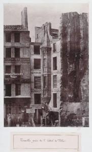 Tourelle gothique près de l'Hôtel de Ville