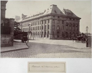 Bâtiment de l'Assistance Publique (ancien hôpital des Enfants-Trouvés) du parvis de Notre-Dame