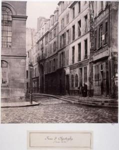 Rue Saint-Christophe du parvis de Notre-Dame