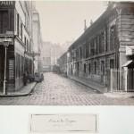 Rue de la Poterie de la rue de la Lingerie, avec la Halle aux Draps à droite
