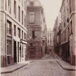 Rue Sauval, vue prise de la Halle au Blé