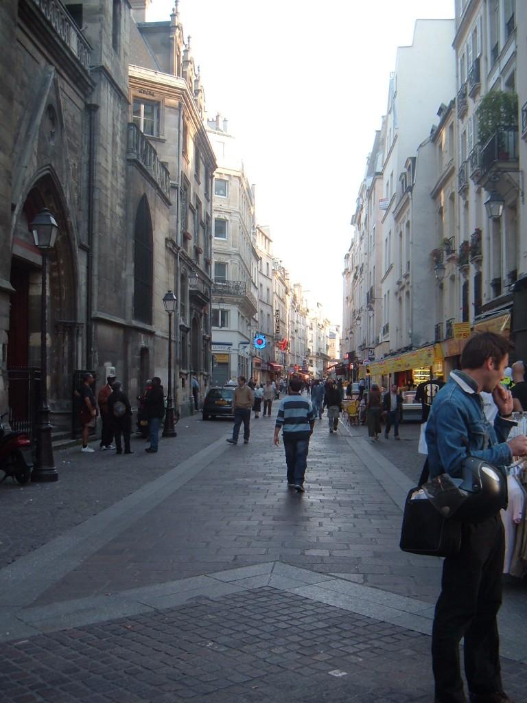 The site of the barricade carpe horas - Rue rambuteau paris ...